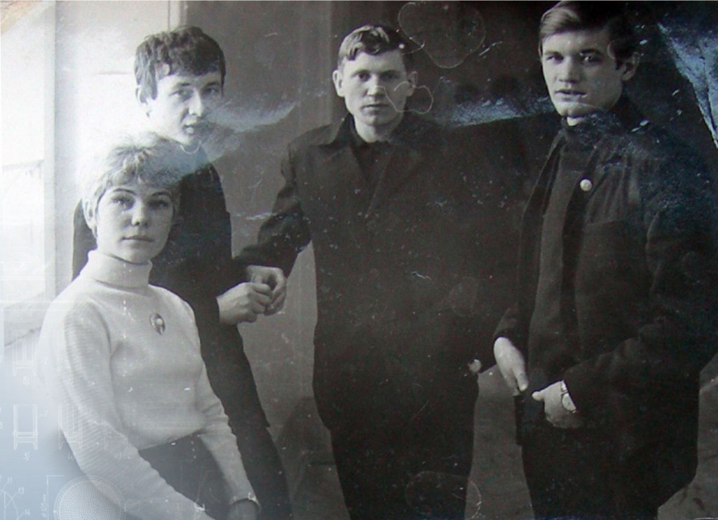 1971-god.-A.-Je.-Junickij-(vtoroj-sleva)-–-student-Tjumenskogo-inzhenerno-stroitel'nogo-instituta
