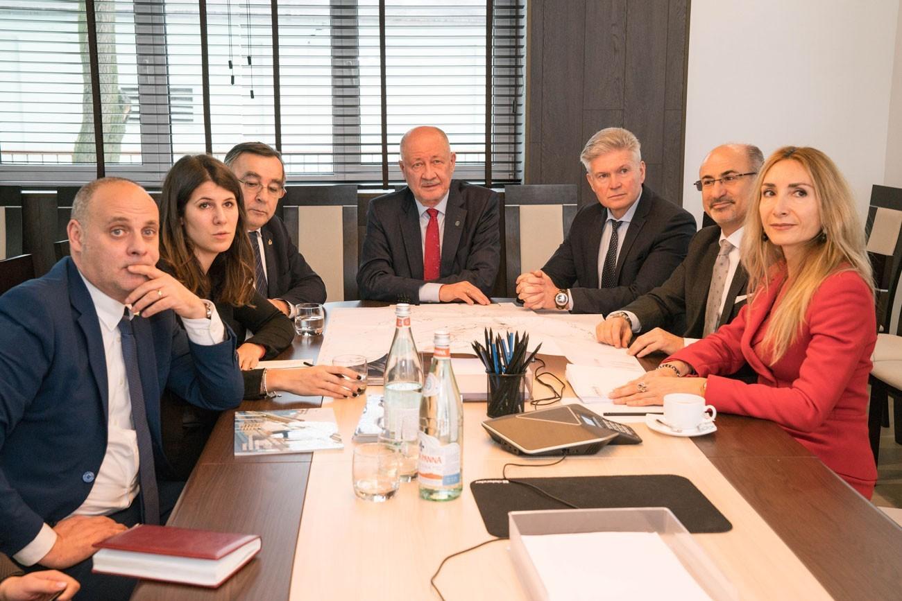 делегацией политических и деловые круги из Сан-Марино и Италии в skyway
