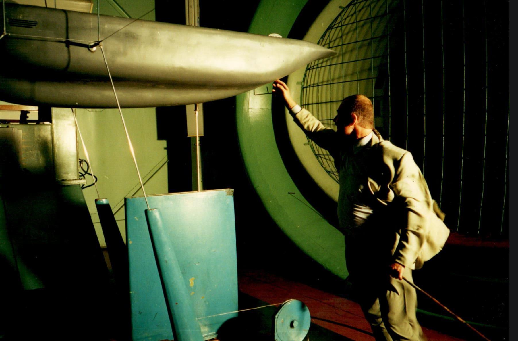 Продувка двухкорпусного Юнибуса в аэродинамической трубе. Октябрь 2000г.