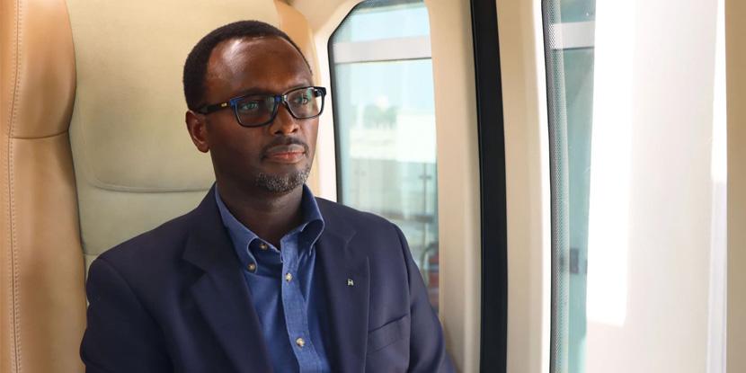 Посол Руанды в ОАЭ Эммануэль Хатегека в uCar в Центре тестирования и сертификации uSky-обложка