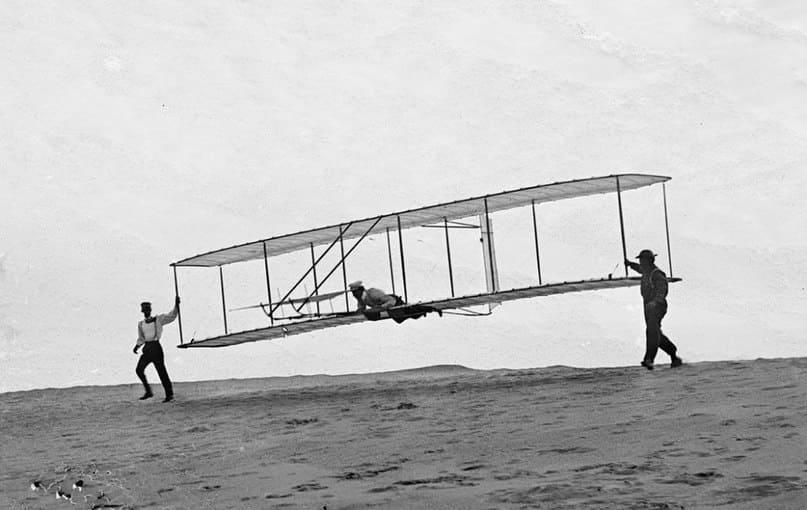 Братья Орвилл и Уилбур Райт – известные лётчики, изобретатели, конструкторы, открывшие эру авиации