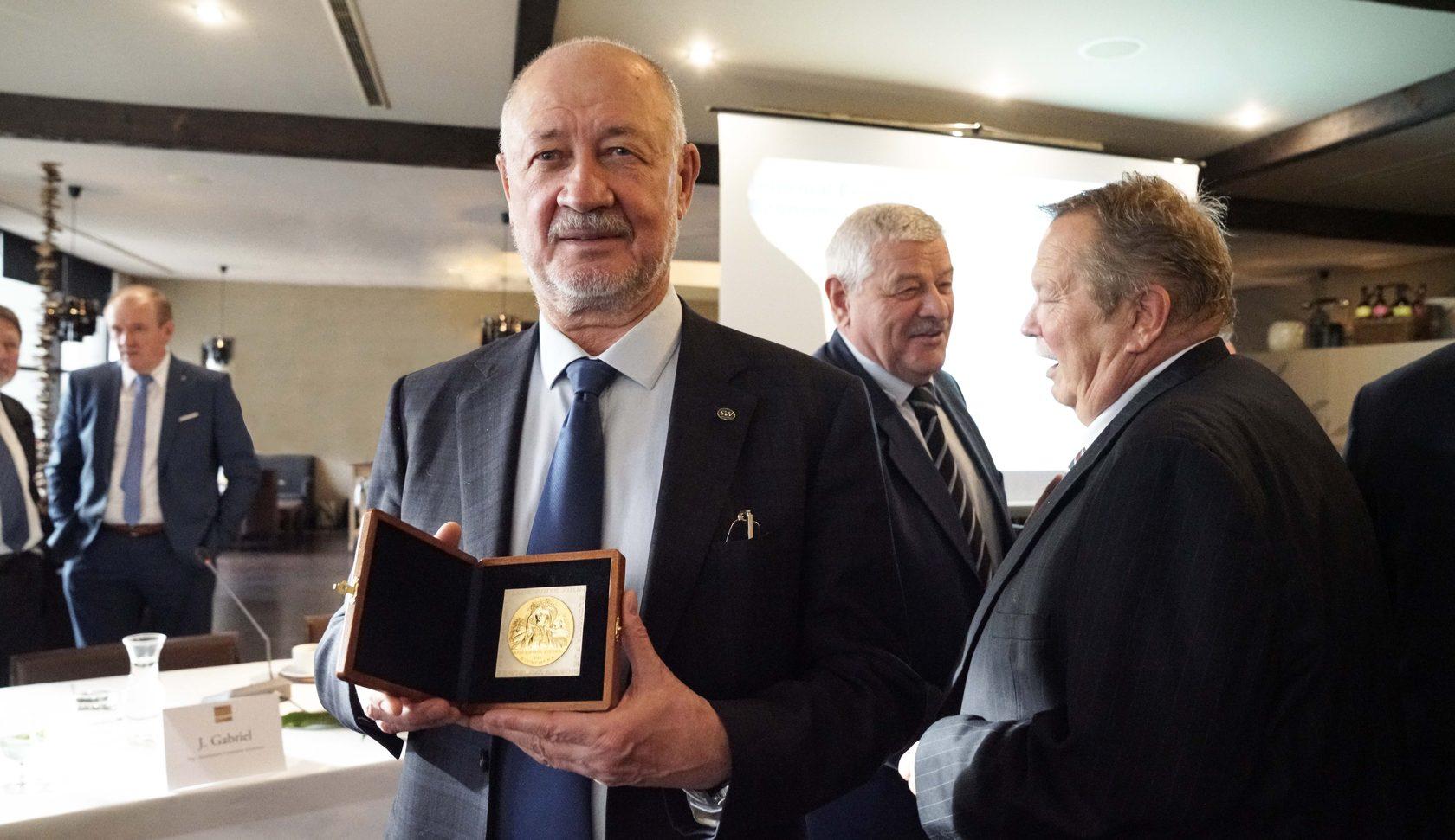 анатолия юницкого наградили словацкой международной премией мира