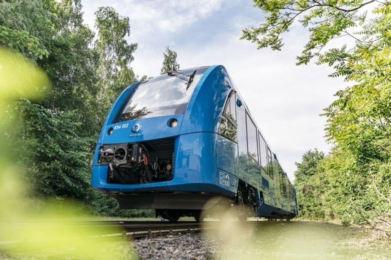 Общественный транспорт стал умнее и зеленее